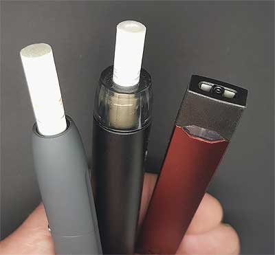 Pod-vapes-and-IQOS-in-my-hand